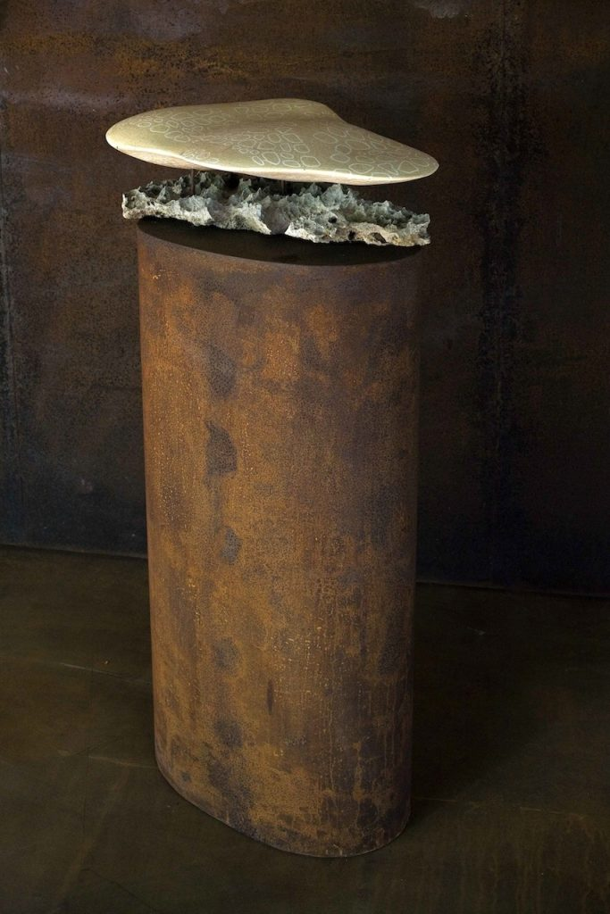 Gibbosum, porcelain inlayed earthenware, fossil limestone and steel, 50 x 35 x 105 cm. 2007