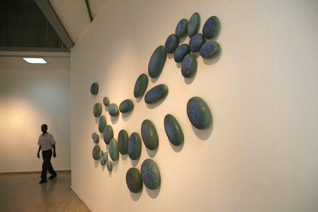 La Teoria del Caos, La Teoria del Caos I , at the Primero Trienal Internacional del Caribe, Santo Domingo, in 2010, glazed stoneware, 290 x15 x 160 cm