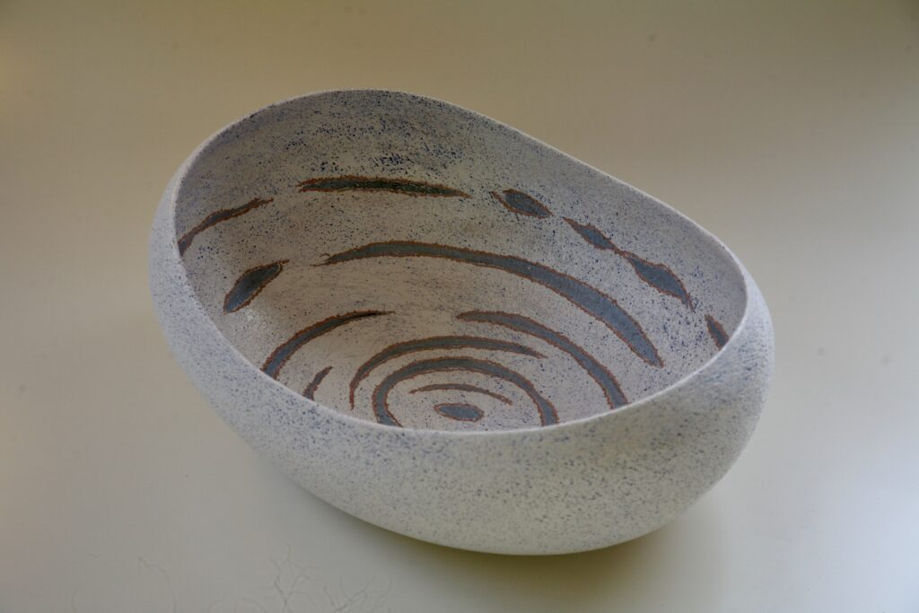 Big white bowl, 2017, stoneware with slib decoration, 50 x 38 x 18 cm